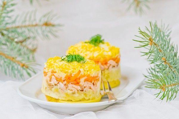 Салат мимоза с рыбными консервами и сыром пошаговый рецепт